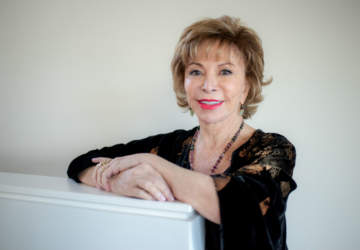 Por qué leer Largo pétalo de mar, el nuevo libro de Isabel Allende