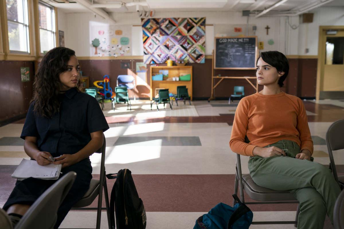 Kiana Madeira y Brianna Hildebrand en Trinkets | Netflix