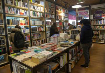 Todo lo que puedes encontrar en la librería y disquería popular de Recoleta
