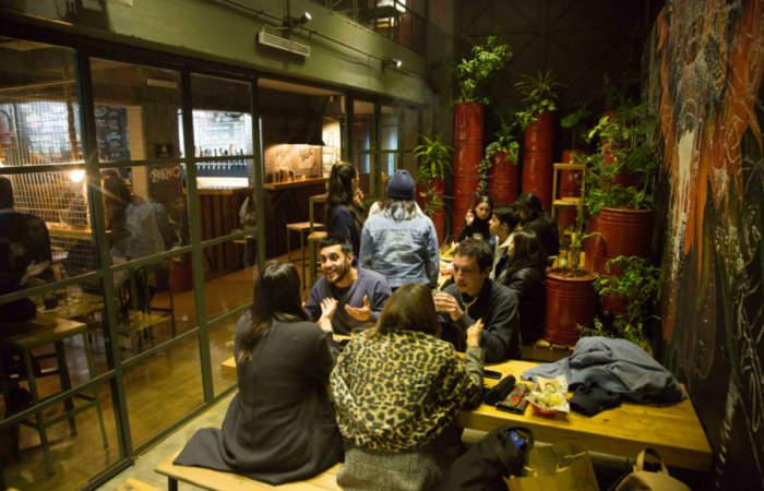 On Tap, el bar cervecero que la lleva en Buenos Aires llegó a Providencia