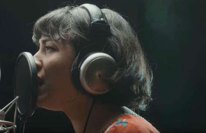 Escucha la nueva versión de El derecho de vivir en paz hecha por músicos chilenos