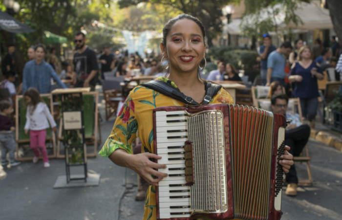 El festival que cerrará la calle Las Urbinas con música en vivo y sabrosa comida