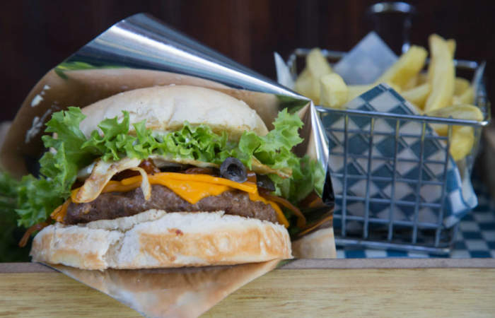 La sabrosa picada de hamburguesas que esconde el centro de Santiago