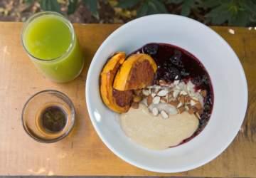 """Justicia Café, una barra de Providencia donde tomar un """"desayuno especial"""" los fines de semana"""