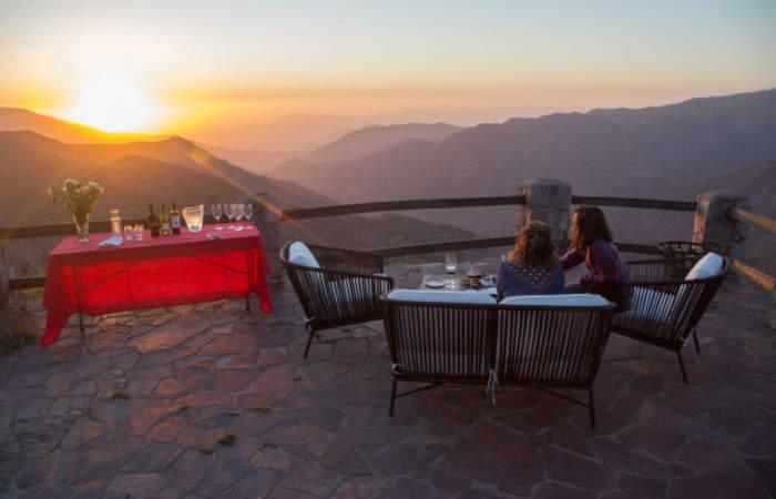 La degustación de vinos al atardecer y en plena cordillera de los Andes