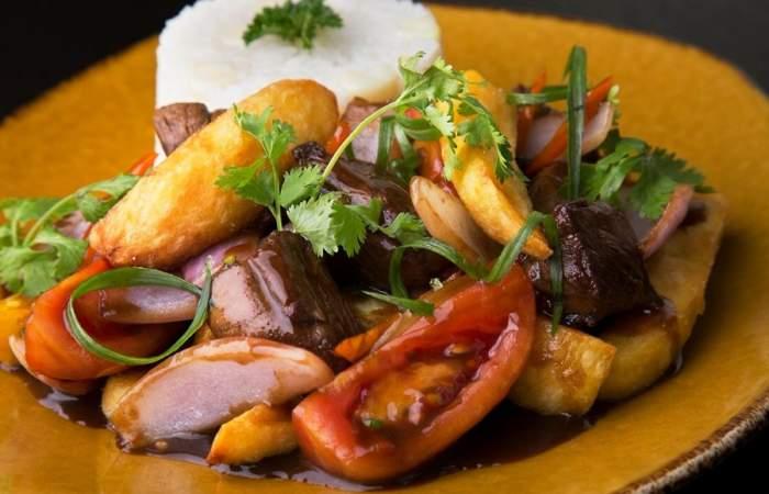 Receta de lomo saltado de Gastón Acurio, el embajador de la cocina peruana