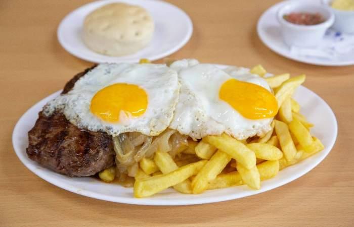 Guía con restaurantes abiertos en Santiago y a los que puedes ir cuidando la distancia social