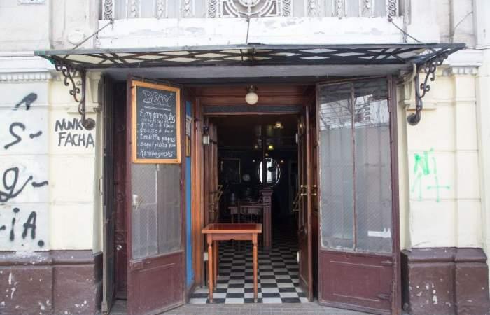 Bar Berri: el pionero y mítico local del barrio Lastarria ahora tiene delivery