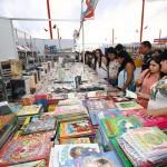 Panorama familiar en la Feria del Libro de Viña
