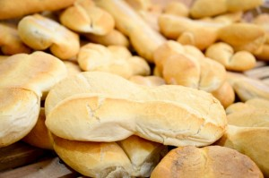 Detrás del pan de barrio