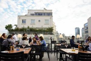 Hotel Sommelier: Un bar con vista al cerro Santa Lucía