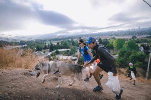 Plogging: El trekking que limpia cerros