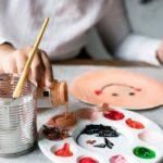 Vacaciones de invierno: niños pintan loza en la Librería Catalonia