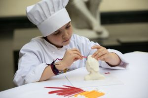 Gratis: un taller para que los niños hagan una escultura de chocolate