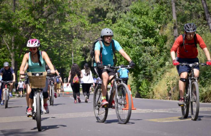 Cine y cicletadas por Santiago en el Día Nacional sin Auto