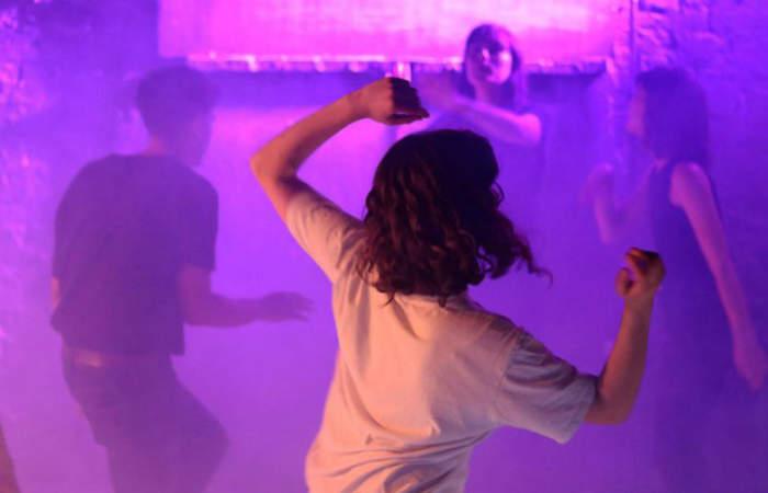 La genial sesión para bailar como quieras en el living de tu casa