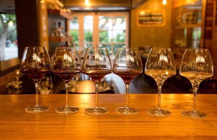 La Cava del Sommelier, el nuevo bar de vinos con copas desde $ 1.000