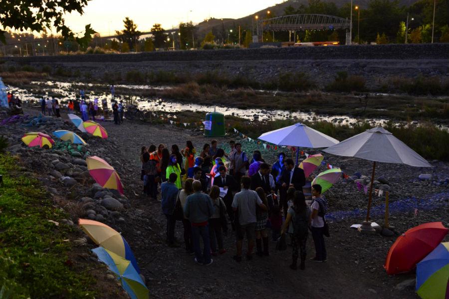 La Carmela, la playa que se armará en la orilla del río Mapocho
