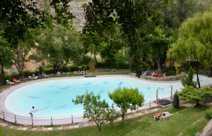 6 refrescantes piscinas para capear al calor en Santiago