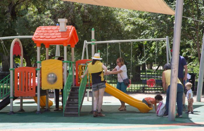 El Parque Forestal se renueva con juegos para niños y un enorme canil