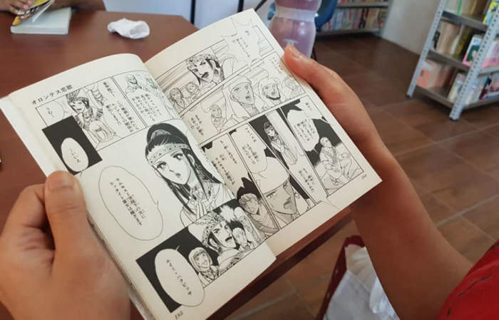 Los detalles de la única sala chilena con más de 4000 mil manga japoneses