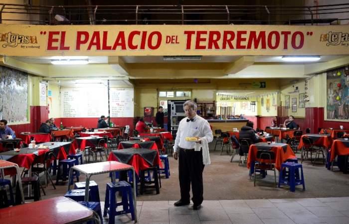 Bar Las Tejas, el clásico santiaguino donde tomar el mejor terremoto