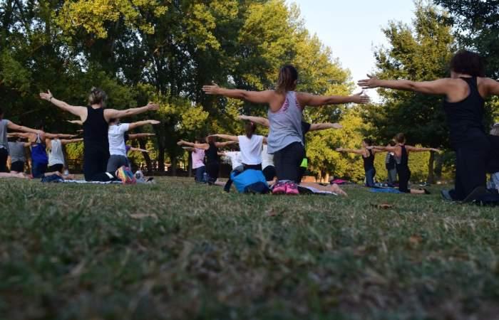 En Providencia: 8 plazas con clases de yoga, baile, tai chi y hasta parkour gratis