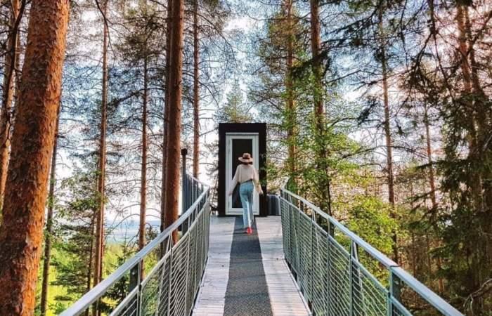 Sobre un bosque y dentro de una cueva: Estos son los 5 hoteles más extravagantes de Europa