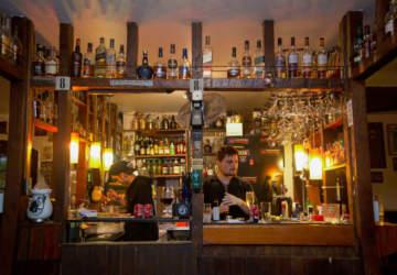 Guía de bares en Plaza Ñuñoa: tomar y comer en el clásico de la bohemia santiaguina