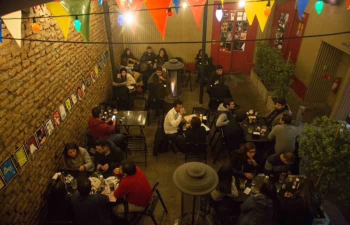 Bar Ramblas, el clásico de Av. Manuel Montt donde las piscolas son de medio litro