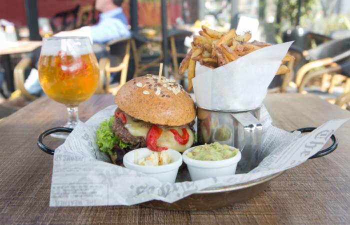 Uncle Fletch, el bar con las mejores hamburguesas y cervezas de Plaza Ñuñoa