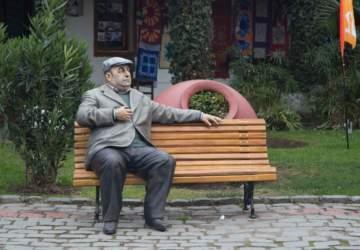Así son las esculturas hiperrealistas de personajes como Neruda y Mistral que se pueden ver en La Florida