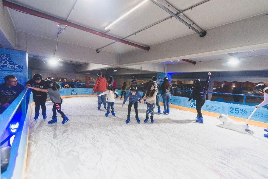Abre primera cancha de patinaje en hielo en Viña del Mar