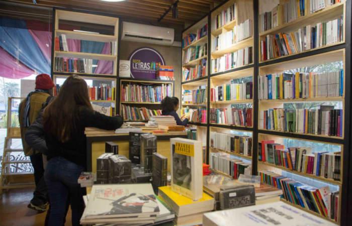 Discos desde $ 500 y libros desde $ 1000: así es la campaña Navidad a precio justo de la librería popular de Recoleta