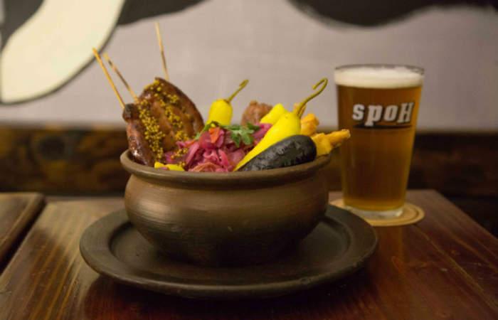 Spoh, el nuevo bar de cerveza artesanal, rica gastronomía y buenos precios