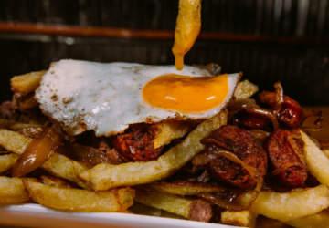 Maestre: El food truck de chorrillanas y papas fritas que conquista el Persa Biobío