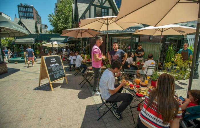 Restaurantes de Providencia sacarán sus mesas a la calle para reactivar barrios
