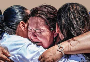 Un abrazo de tres minutos: la pena y la alegría se abrazan en la frontera de México y EE.UU.