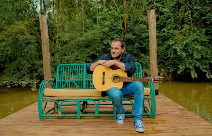 Bien guitarreado, así será el concierto que Ismael Serrano dará por Redes Sociales
