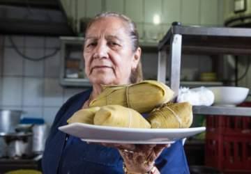 La Picá de la Carmencita tiene humitas de culto en el Mercado Tirso de Molina