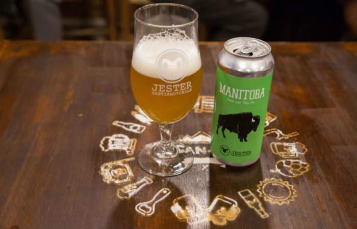El bar con cerveza artesanal escondido en una galería de Santiago Centro