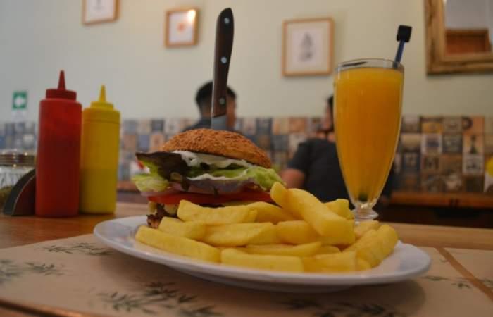 El local de sánguches veganos que puedes pedir con refill de papas fritas cuantas veces quieras