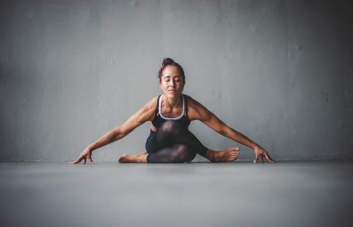 La plataforma web con entrenamientos de yoga y box gratuitos para hacer en casa