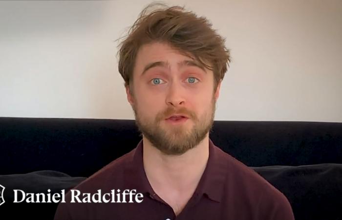 David Beckham, Dakota Fanning y el mismo Harry Potter leen en línea el primer libro de la mágica saga
