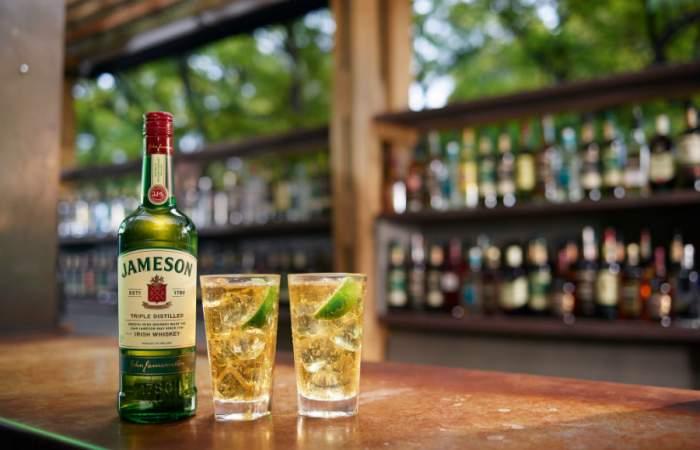 Celebra el Día del Whisky con dos recetas de cocteles para hacer en casa