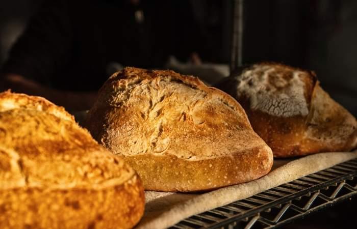 Las panaderías de Santiago que llevan pan recién horneado a la puerta de tu casa