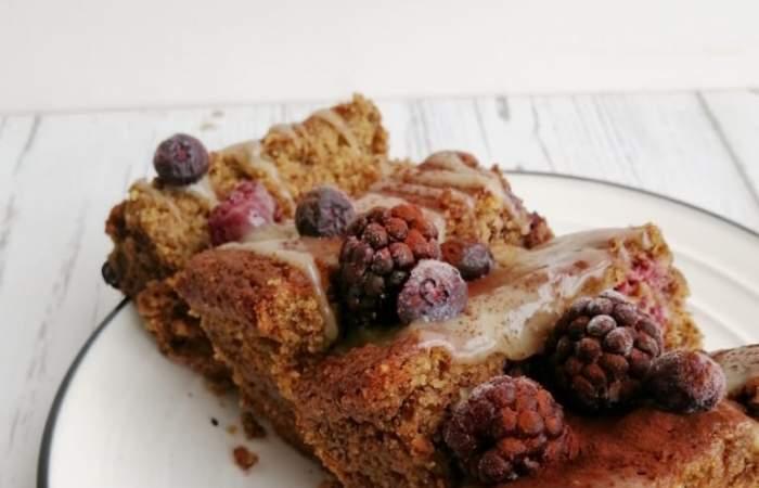 Receta de queque vegano de berries, nueces y dulce de coco