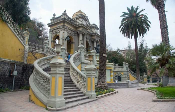 Cerro Santa Lucía reabre de lunes a viernes y con aforo de 80 personas