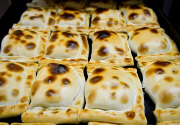 Emporio Zunino: el delivery de las históricas empanadas del Mercado Central
