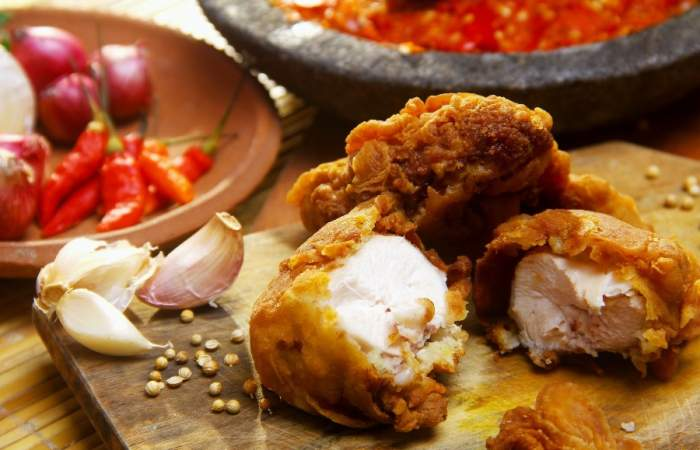Receta nuggets de pollo caseros con puré para regalonear a las niñas y niños